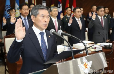 [사진] 증인선서하는 정경두 국방부 장관