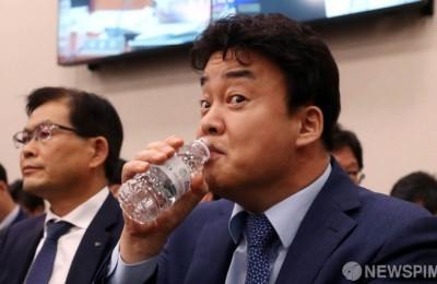 [사진] 국회 온 백종원, 긴장되네~