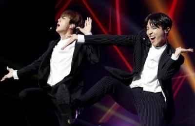 [포토스토리] 프랑스 파리,  '방탄소년단(BTS)' 매력에 빠지다.