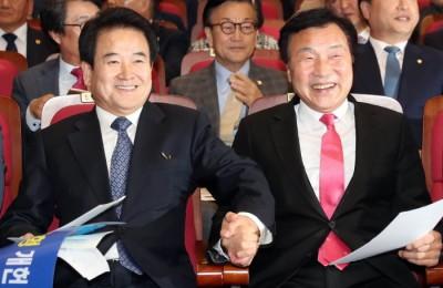 [사진] 손잡은 손학규-정동영, 지방분권 촉구