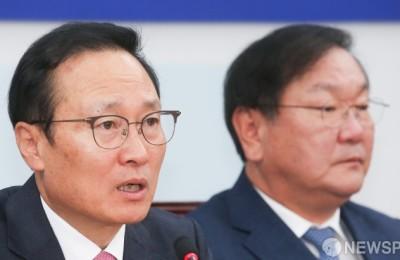 의원들에 문자 보낸 홍영표