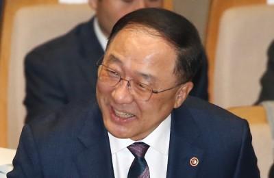[사진] 경제부총리 내정된  홍남기 국조실장