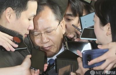 [사진] 두 눈 감은 박병대 전 대법관