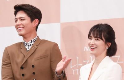 [사진] '남자친구' 포토타임 갖는 박보검-송혜교