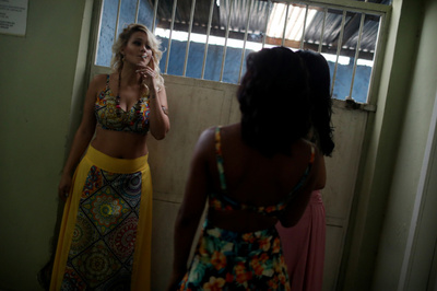 [사진] 교도소 내 미인대회 참석 전 대기 중인 브라질 죄수