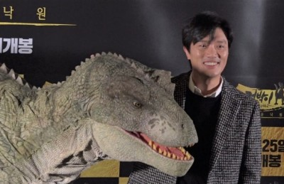 [영상] '공룡과 포토타임~' 기자간담회에 깜짝 등장한 '점박이'