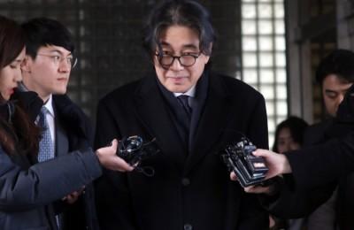 [사진] 법정 나서는 이호진 전 태광그룹 회장