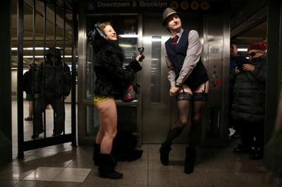 [사진] 美 뉴욕서 열린 '하의 없이 지하철 이용' 행사