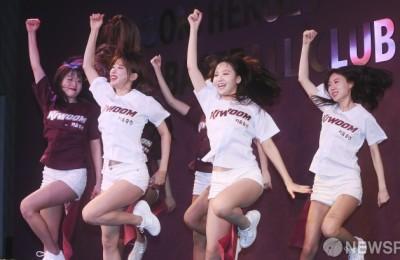 [사진] 키움 히어로즈 치어리더의 열정적인 응원!