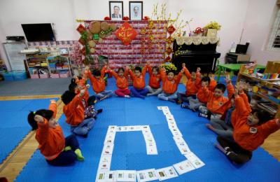 [사진] 베트남-북한 우호 유치원에 걸린 김일성 사진