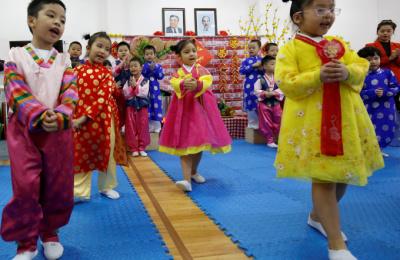 [베트남 리포트] 하노이 北우호 유치원생들, 김정은 맞이 준비에 여념