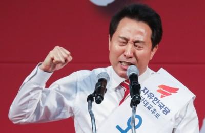 """[영상] 오세훈 """"반성하고 국민 마음속으로 들어갑시다""""...국민은 '지지' 당원은 '야유~'"""