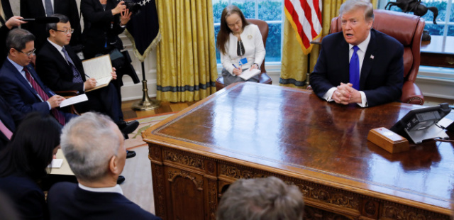 """트럼프, """"주한미군 감축, 金과 협상 테이블에 없어""""‥中 대표단 앞에 두고 언급"""