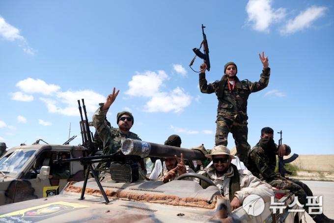 리비아 내전 오르는 유가에 '기름' 상승 베팅 봇물