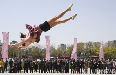 [사진] 자유를 향해... 'JUMP!'