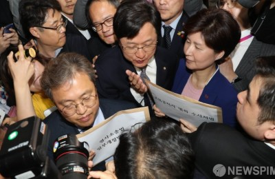 [사진] 민주당 막는 한국당