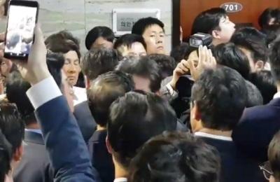 """[영상] 국회 난장판, 여야 모두 """"이것은 국민의 뜻"""""""