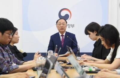 최종구-이재웅 설전에 말 아낀 홍남기