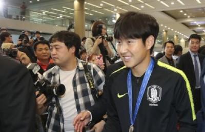 [사진] 'U-20 대표팀 귀국' 인천공항 나서는 이강인
