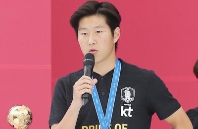 [사진] '골든볼 옆 이강인 선수'