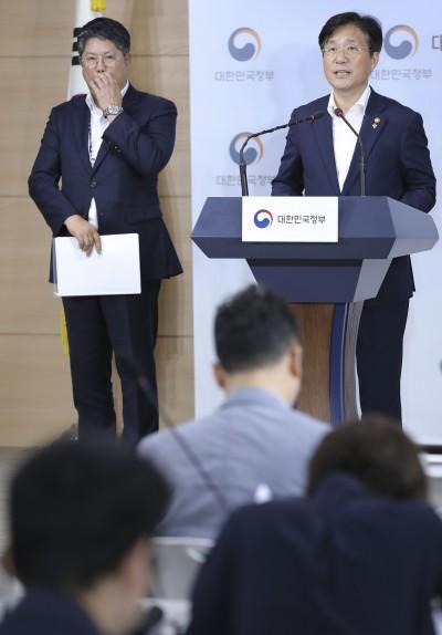 [사진] 제조업 르네상스 비전 말하는 성윤모 장관