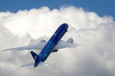 보잉, 추락사고 후 맥스 737 첫 수주 성공…주가 5% '껑충'