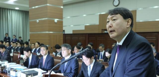 """조국 """"윤석열을 부탁해"""" 민주당 의원들에 신신당부"""