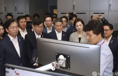 [사진] 모바일 VDI에 집중하는 각 부처 장관들