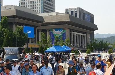 애국당, 광화문 광장 '농성 천막' 3동 재설치