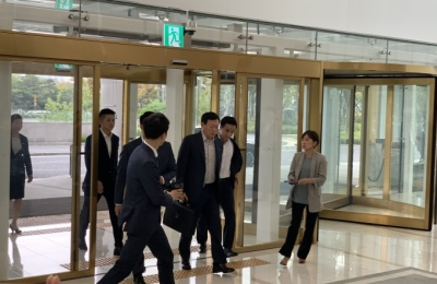 신동빈 회장, VCM 참석.. 한일 관계 해법 질문엔 '묵묵부답'