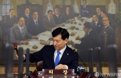 채권트레이더들, 한은 추가 금리인하 전망