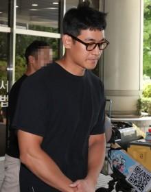 [사진] 법정 나서는 정석원