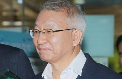 [사진] 양승태 전 대법원장 '옅은 미소'