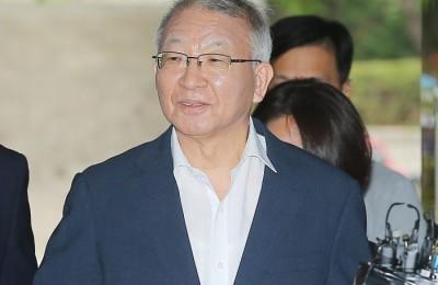 '사법농단' 양승태, 석방 후 첫 재판 출석…보석 질문에 '묵묵부답'
