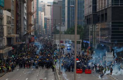 '다시 등장한 최루탄' 홍콩 경찰, 시위대와 충돌·29명 체포