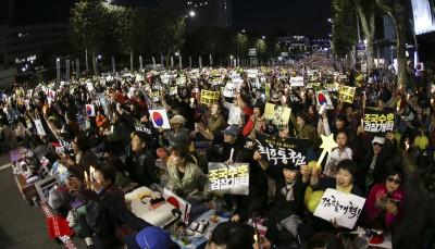 [종합] 서초동 밝힌 마지막 '조국 지지' 촛불...'조국 반대' 맞불 집회도