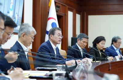 문대통령, 경제장관들과 중소기업 '주52시간제 보완' 공감