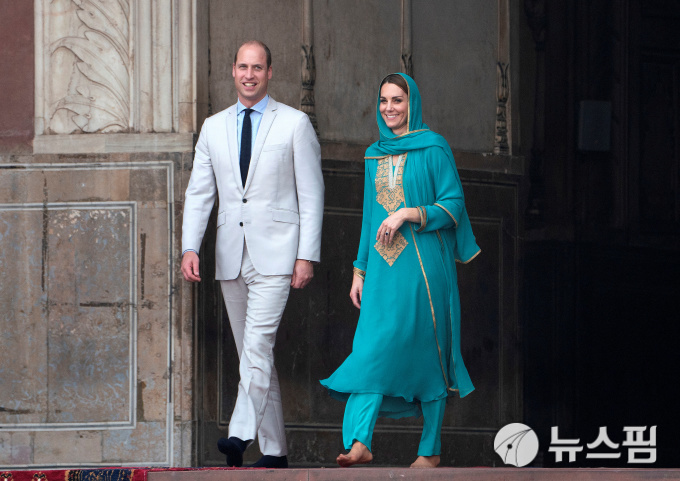 [사진] 파키스탄 방문한 英 윌리엄 왕자 부부