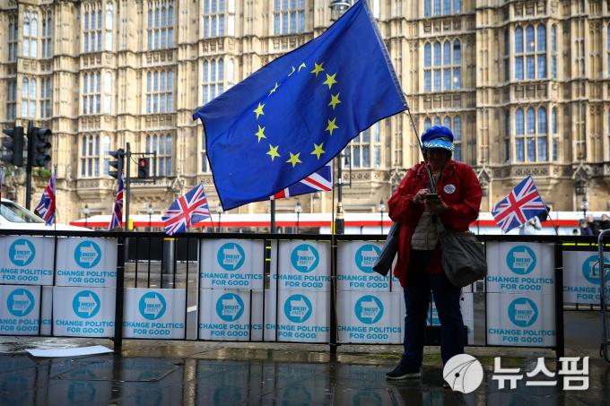 [사진] 런던 국회의사당 앞 브렉시트 반대 시위자