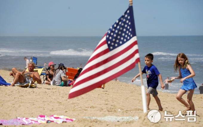 [사진] 해변가서 '메모리얼 데이' 연휴 주말 즐기는 미국인들