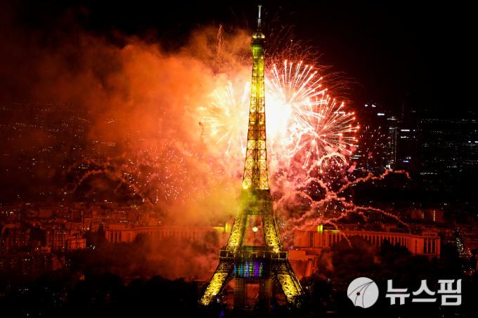 파리 에펠타워, 폭탄 설치 위협에 방문객 긴급 대피