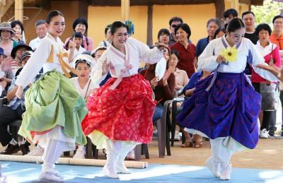 추석연휴 지역 축제현장 찾은 관광객들