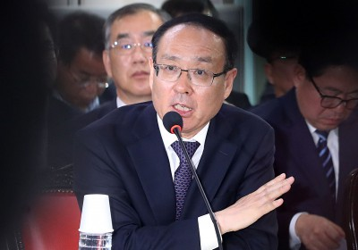 위원들 질의에 답변하는 오세정 서울대 총장