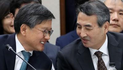 국정감사 지각 입장하는 김창보-민중기