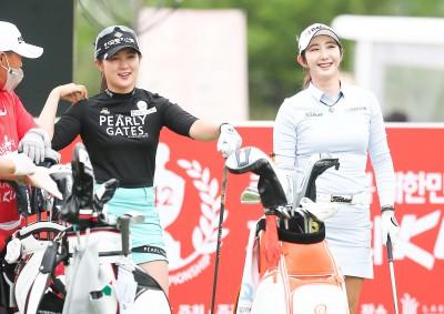 KLPGA 챔피언십,미소 보이는 박현경-배선우