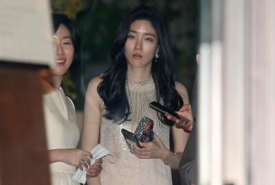 약혼식 모습 드러낸 아모레 장녀 서민정