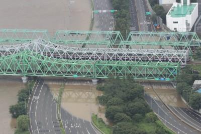한강물 덮친 올림픽대로-노들로