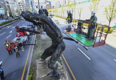 봄맞이 올림픽 상징 조형물 청소