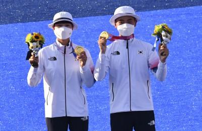 도쿄 올림픽 '한국 첫金' 양궁 김제덕-안산
