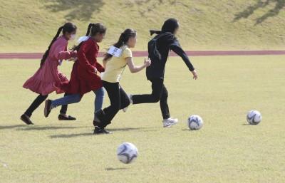 '신나는 공놀이' 자가격리 마친 아프간 특별기여자들